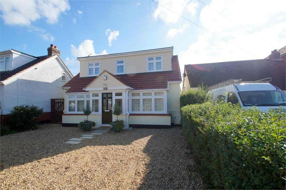 3 Bedrooms Detached Bungalow for sale in Coppins Road, CLACTON-ON-SEA, Essex