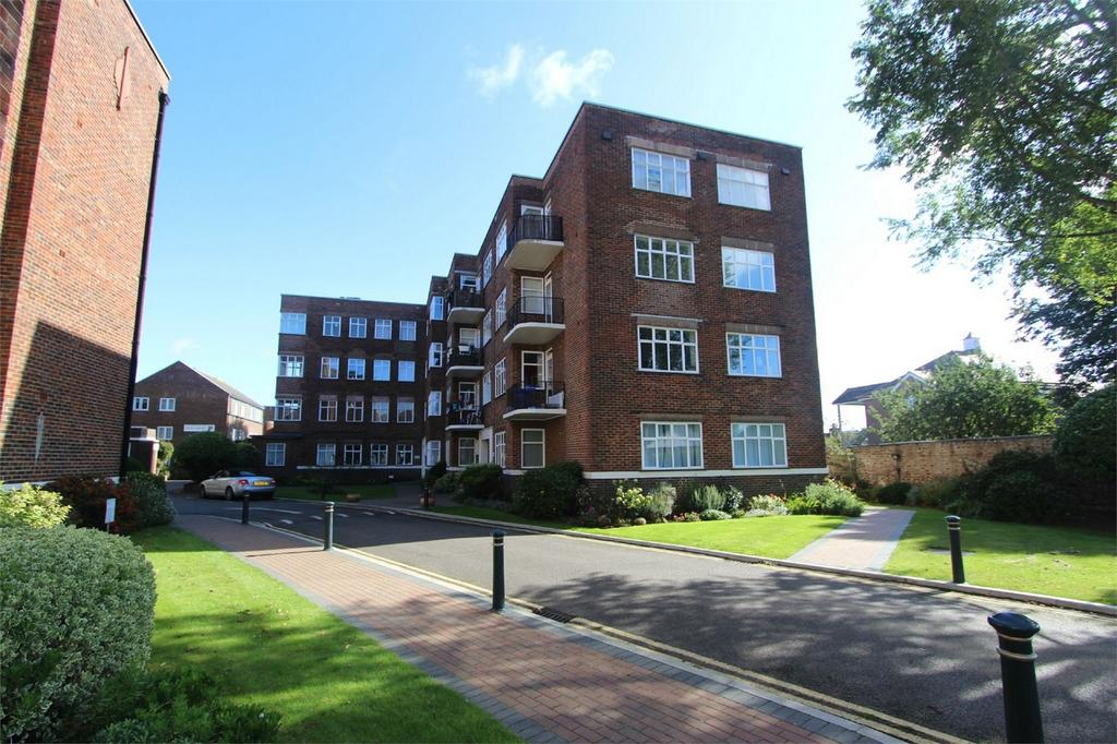 2 Bedrooms Flat for sale in Fairways, Dyke Road, BRIGHTON, East Sussex