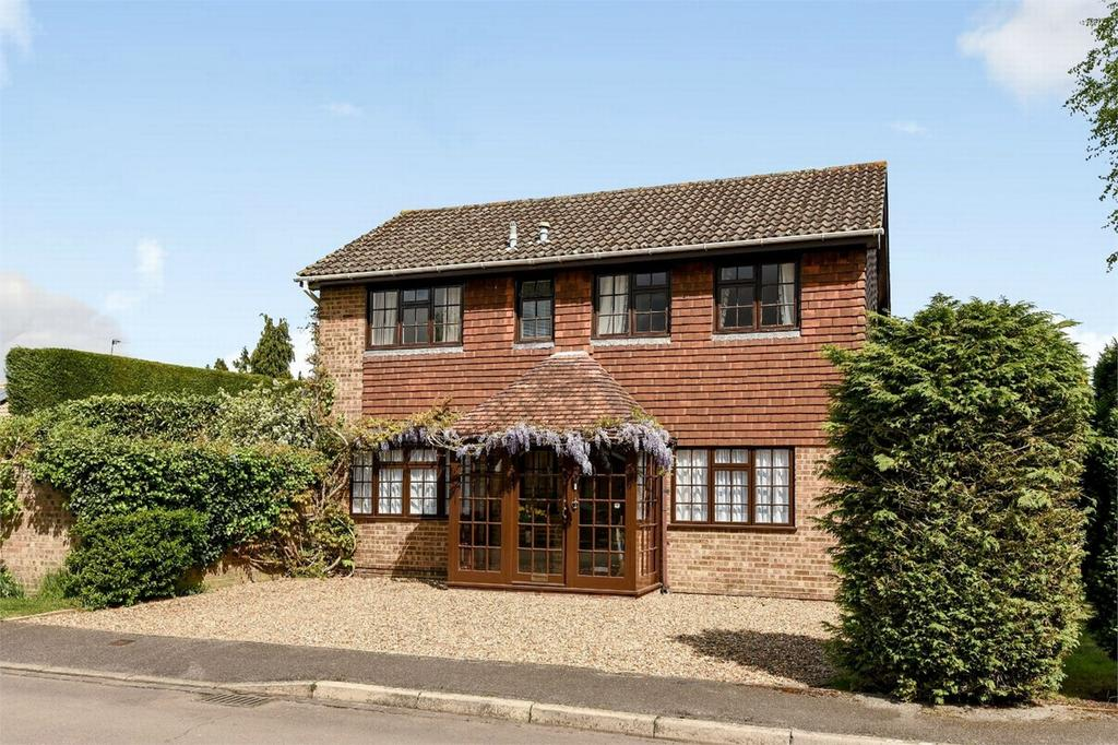 4 Bedrooms Detached House for sale in West End, Woking, Surrey
