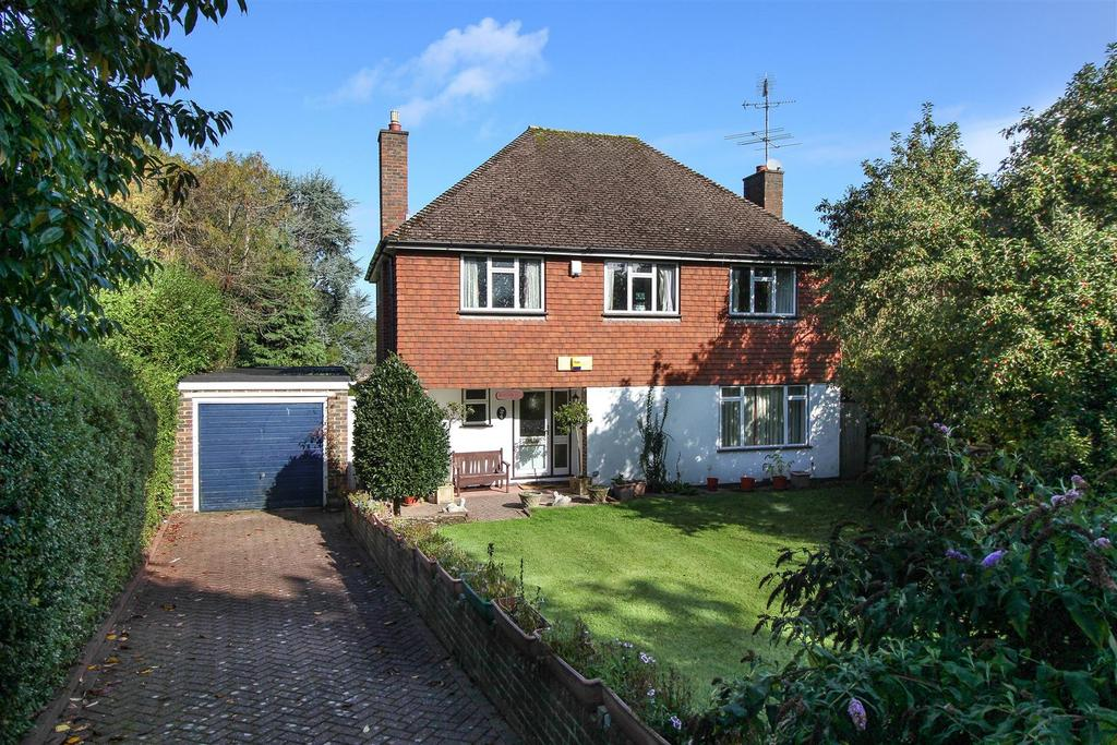 4 Bedrooms Detached House for sale in Lucastes Road, Haywards Heath