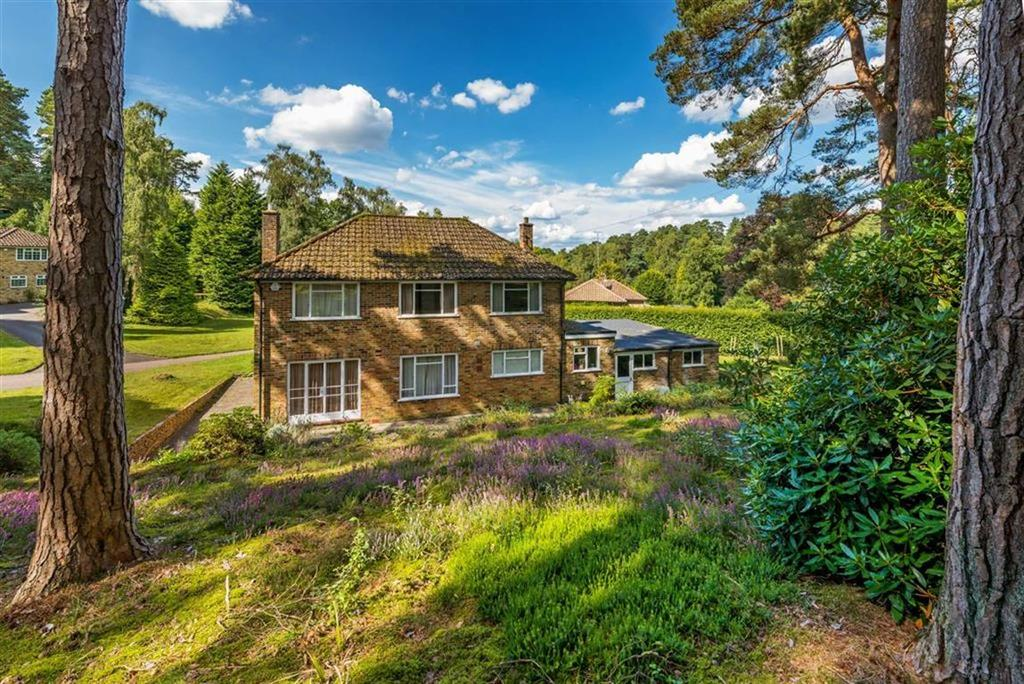 4 Bedrooms Detached House for sale in Star Hill Drive, Churt, Farnham