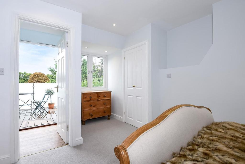 2 Bedrooms Flat for sale in Bronsart Road, Fulham