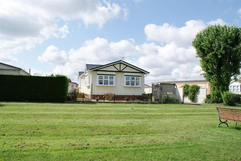 2 Bedrooms Detached Bungalow for sale in Meadow Close, Lighthorne, Warwick