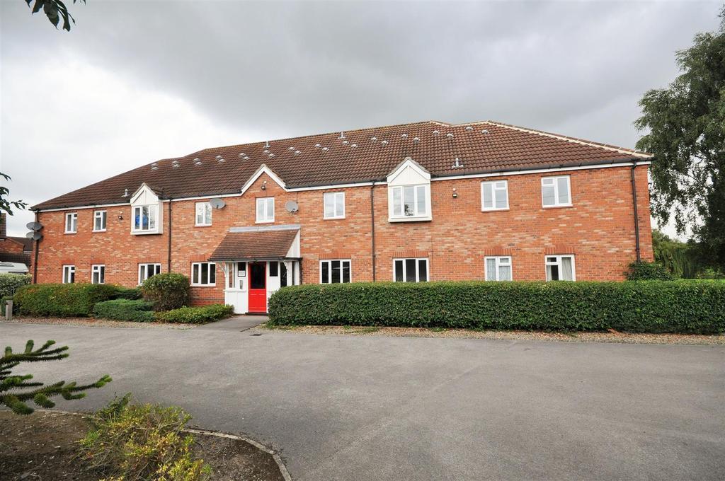 2 Bedrooms Apartment Flat for sale in Kensington House, Aldborough Way, York