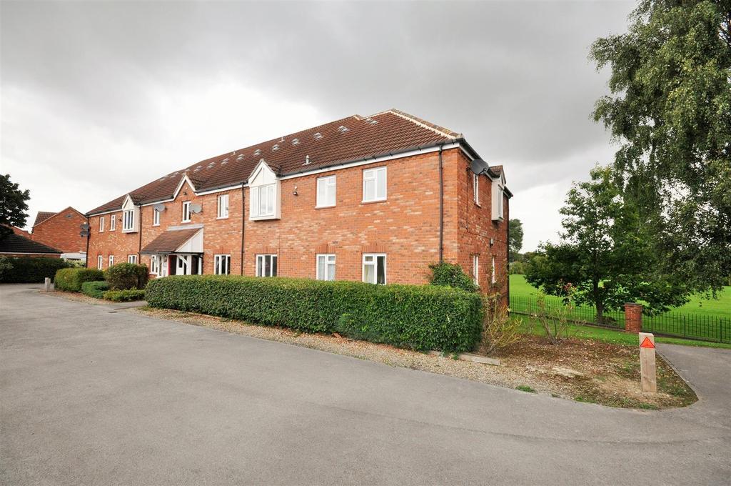 2 Bedrooms Apartment Flat for sale in Kensington House, Aldborough Way, York, YO26 4US