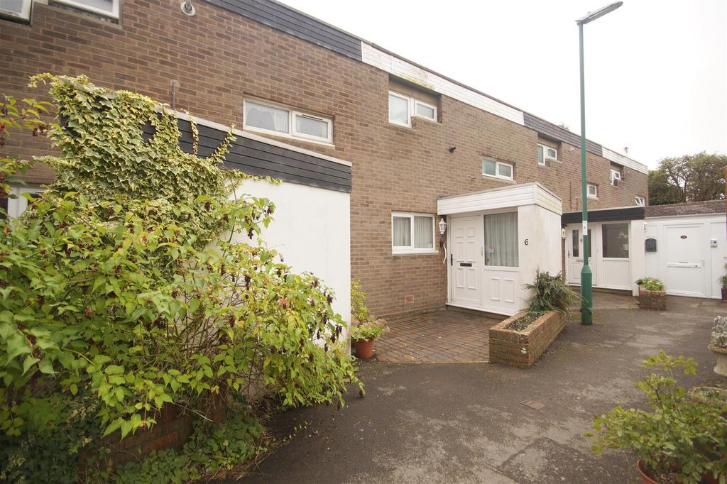 2 Bedrooms Terraced House for sale in Lewes Close, Bognor Regis