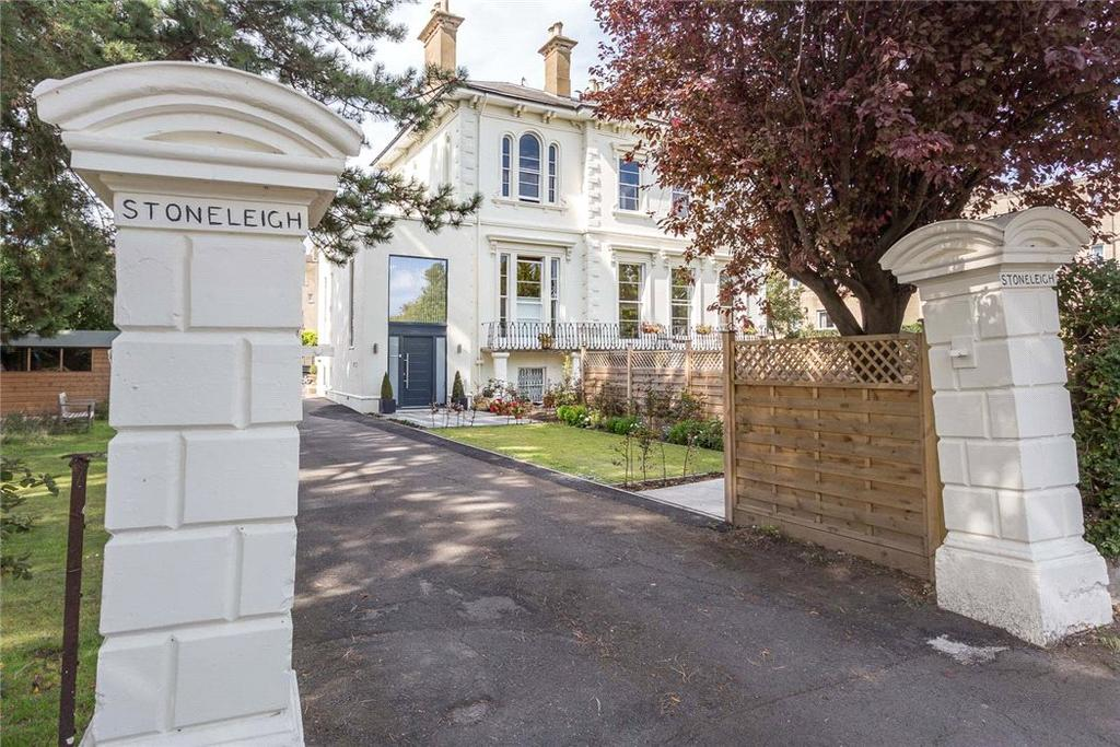 3 Bedrooms Flat for sale in Stoneleigh, Parabola Road, Cheltenham, Gloucestershire, GL50