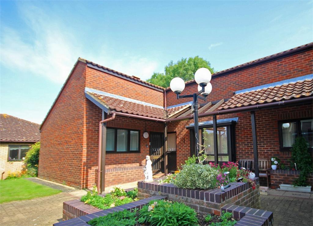 2 Bedrooms Semi Detached Bungalow for sale in Norton Hall Farm, Letchworth