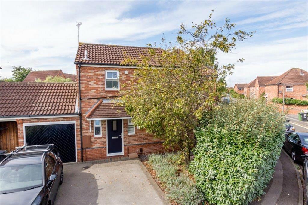 3 Bedrooms Semi Detached House for sale in Aldborough Way, Leeman Road, York