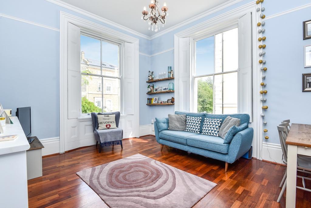 2 Bedrooms Flat for sale in Belvedere Road London SE19