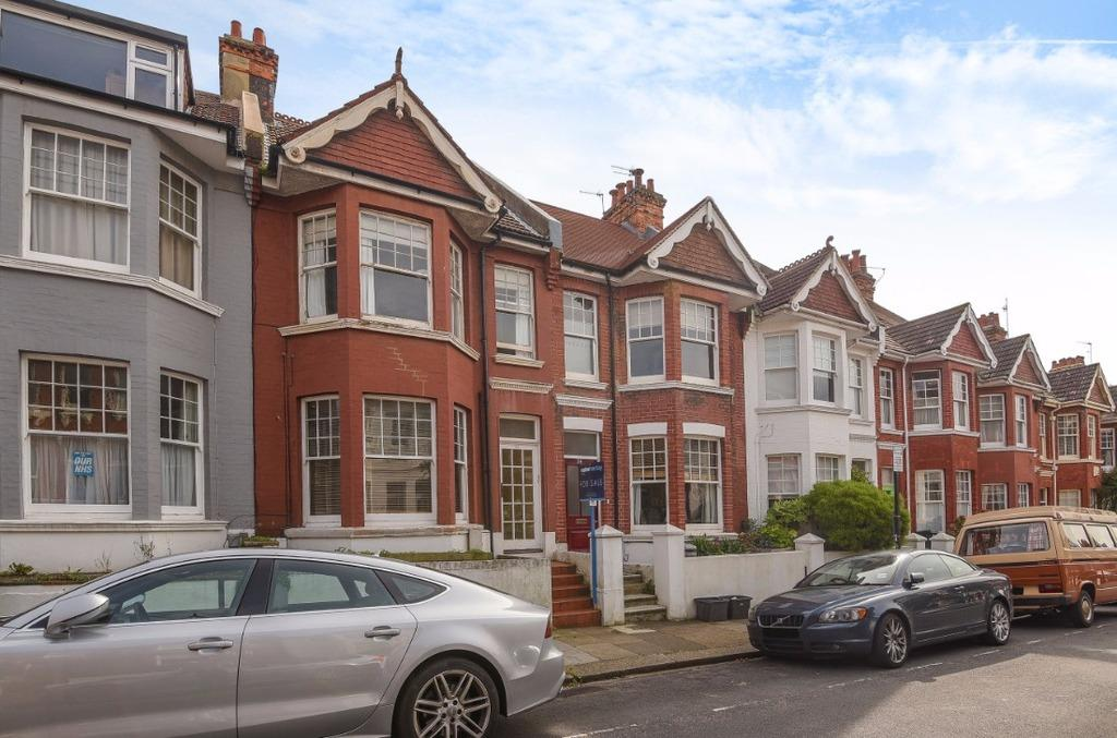 2 Bedrooms Flat for sale in Addison Road Hove East Sussex BN3
