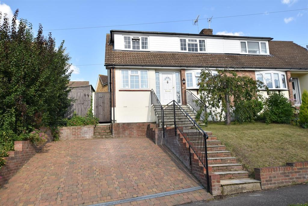 4 Bedrooms Semi Detached House for sale in Love Lane, Rayleigh