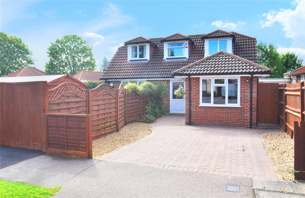 3 Bedrooms Detached Bungalow for sale in Hollybush Avenue, Chiswell Green, St Albans, Hertfordshire