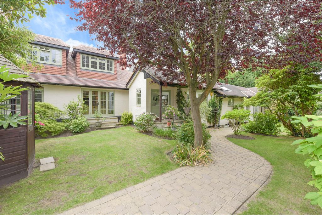 3 Bedrooms Detached House for sale in Cavendish Road, Weybridge, Surrey, KT13