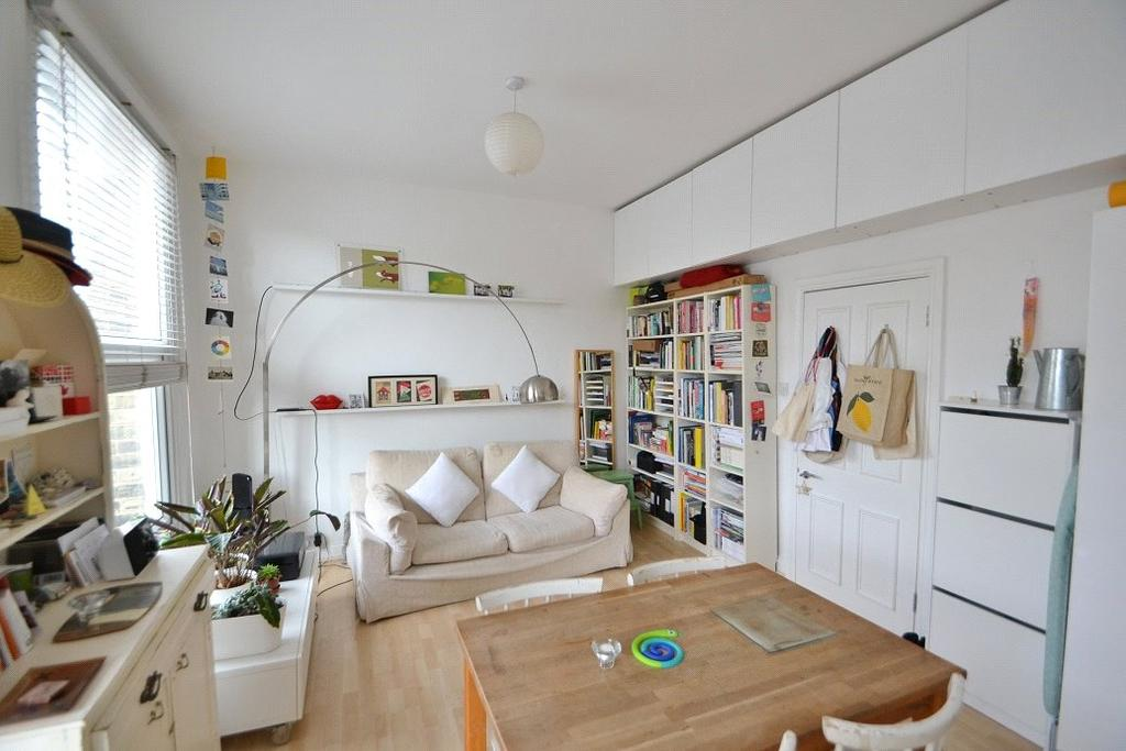 1 Bedroom Flat for sale in Holloway Road, Holloway, London, N19