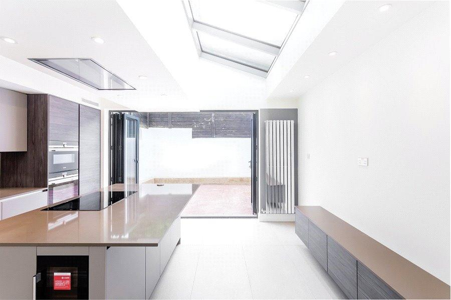 4 Bedrooms House for sale in Whewell Road, Archway, London, N19