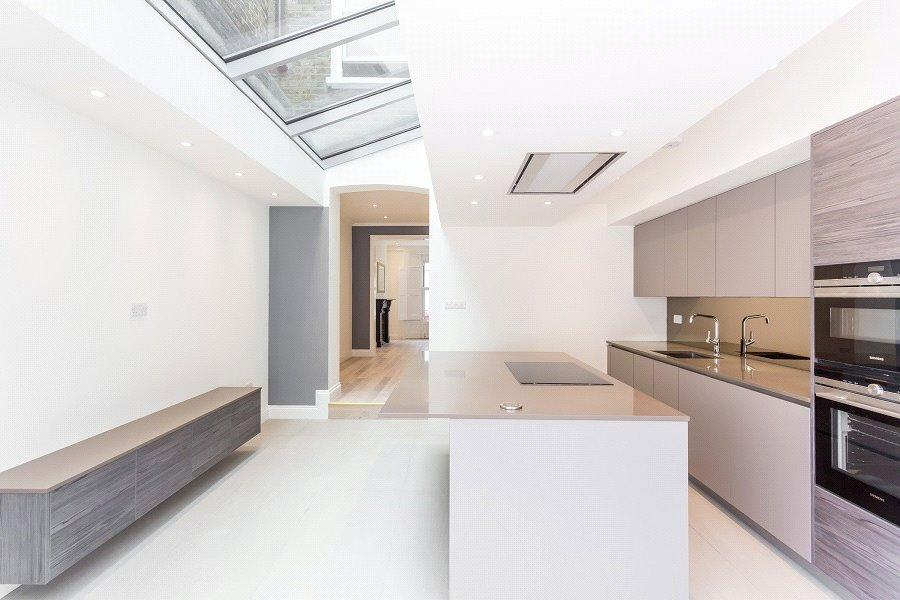 4 Bedrooms House for sale in Whewell Road, London, N19