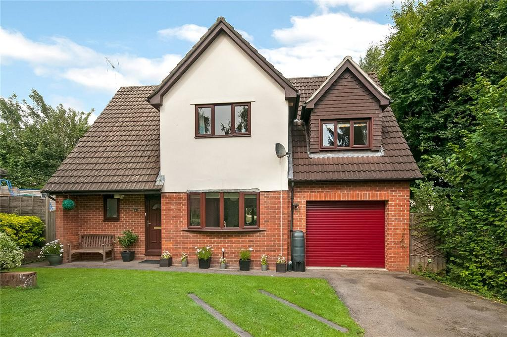 4 Bedrooms Detached House for sale in Larch Close, Kings Worthy, Winchester, Hampshire, SO23