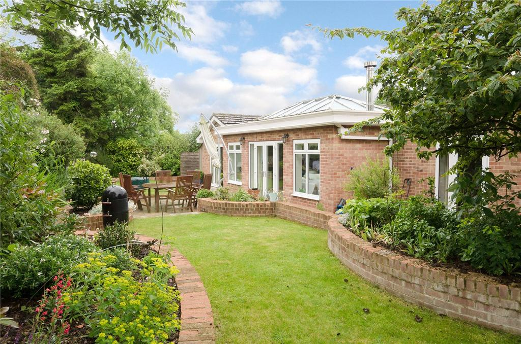4 Bedrooms Detached Bungalow for sale in Suthmere Drive, Burbage, Marlborough, Wiltshire, SN8
