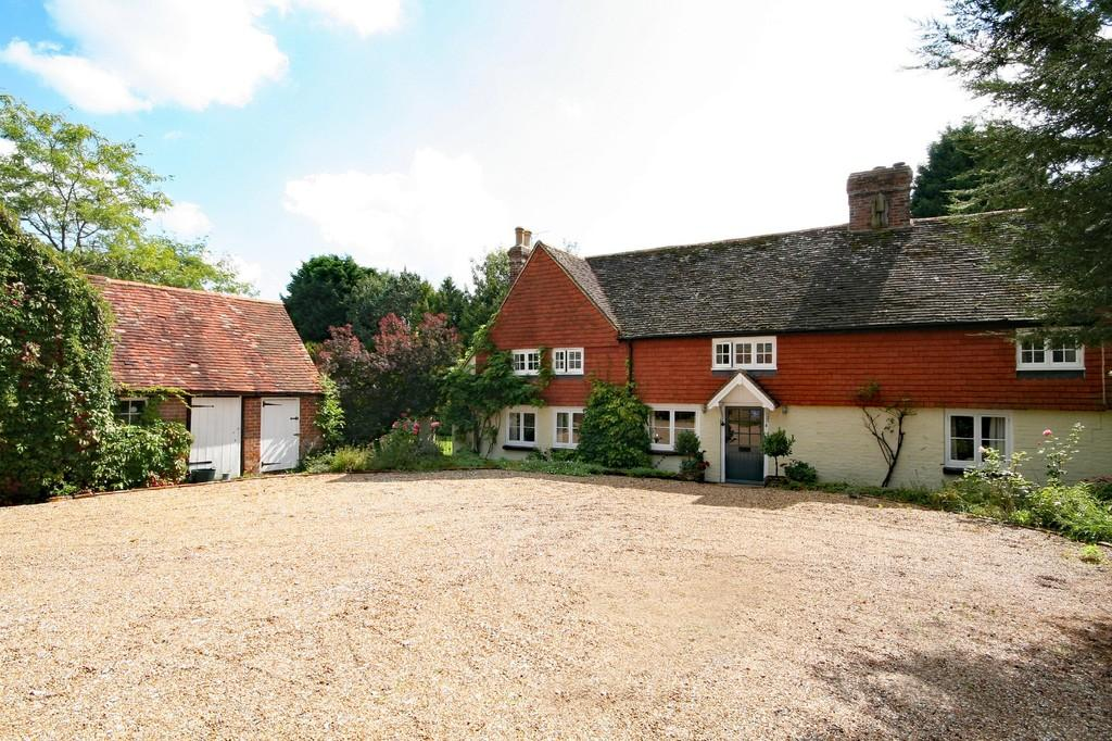 4 Bedrooms Detached House for sale in Wisborough Green, West Sussex