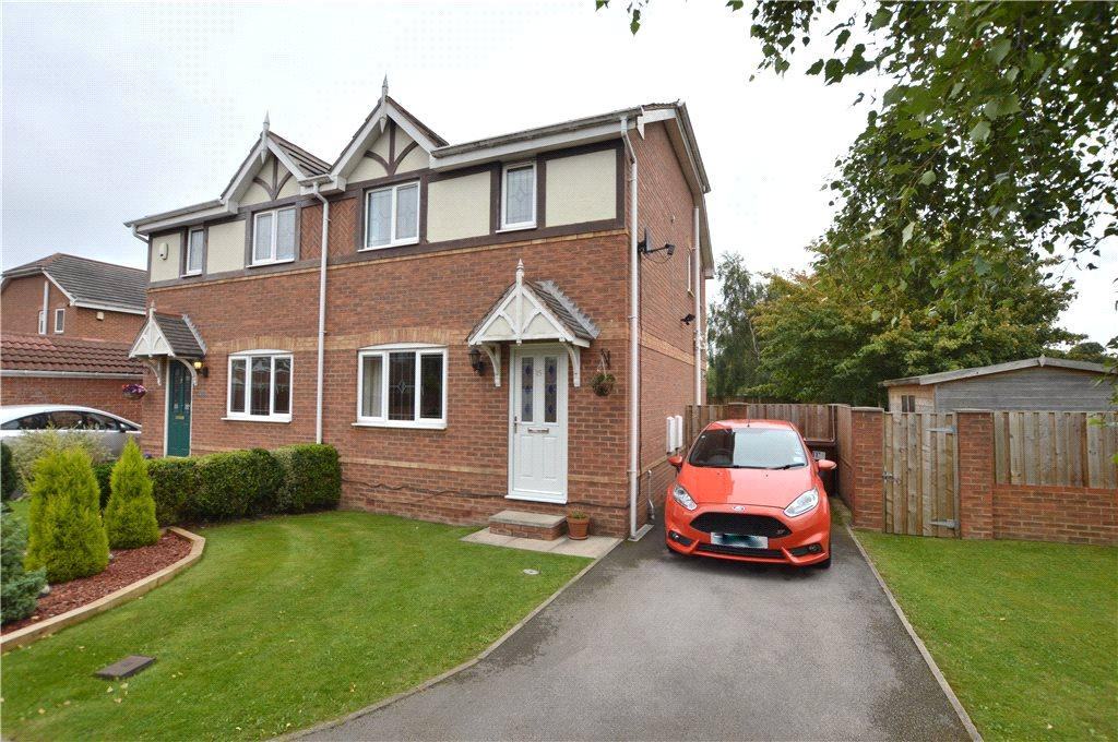 3 Bedrooms Semi Detached House for sale in Briary Close, Wakefield, West Yorkshire