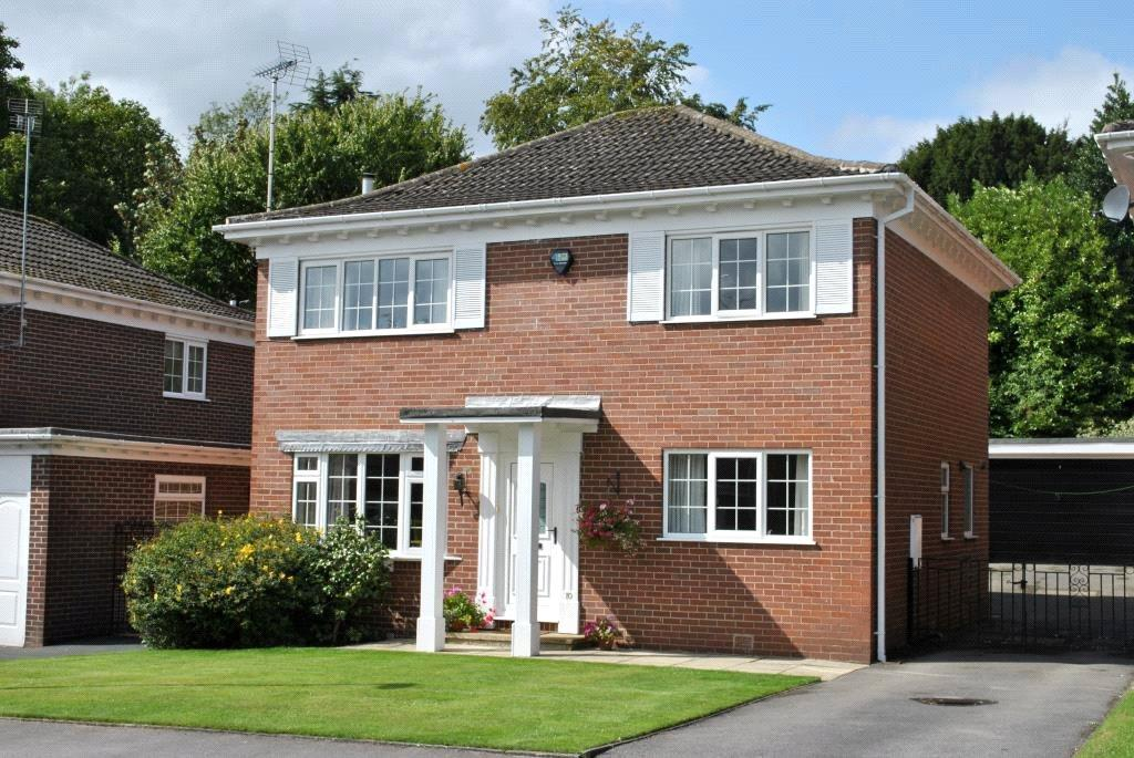 4 Bedrooms Detached House for sale in Oakwood Rise, Oakwood, Leeds