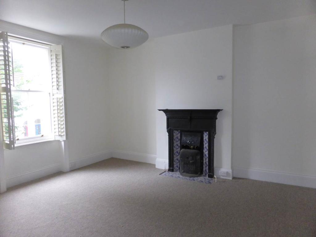 3 Bedrooms Flat for rent in Lancaster Road, , Brighton
