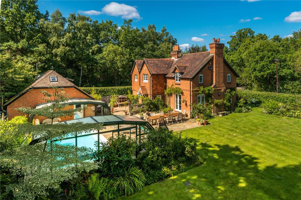 5 Bedrooms Detached House for sale in Dockenfield, Farnham, Surrey