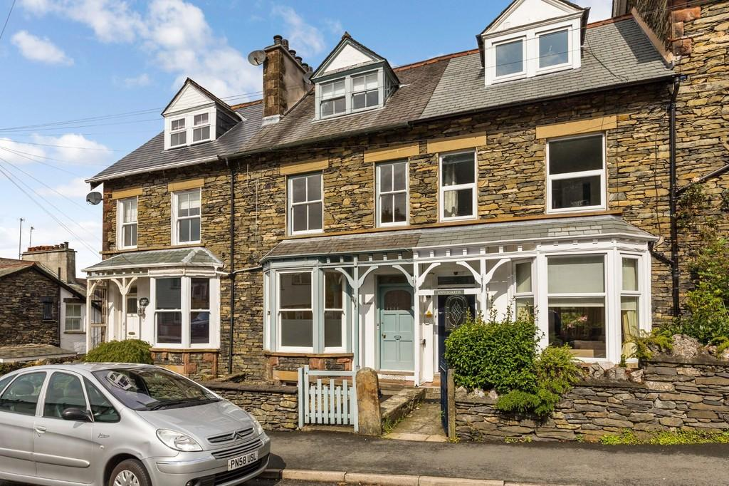 5 Bedrooms Terraced House for sale in 50 Craig Walk, Windermere, Cumbria, LA23 2JT