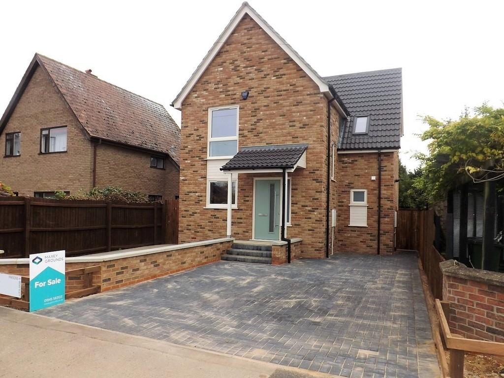 3 Bedrooms Detached House for sale in The Chase, Wisbech