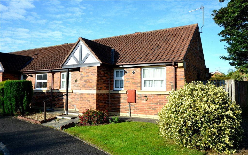 2 Bedrooms Semi Detached Bungalow for sale in Northfield Drive, Stokesley, North Yorkshire