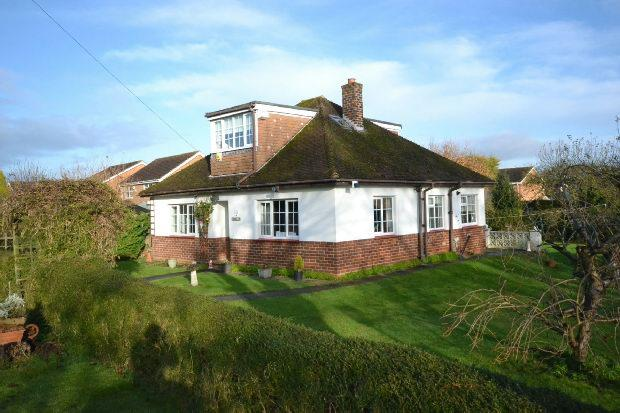 4 Bedrooms Detached Bungalow for sale in Caistor Road, Laceby, Grimsby