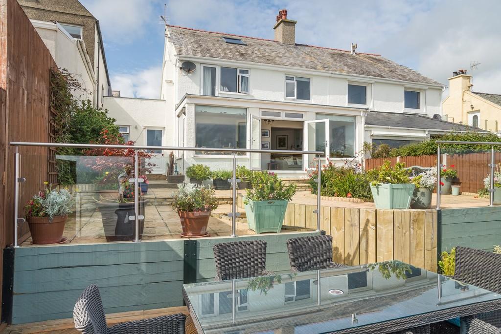 3 Bedrooms Semi Detached House for sale in Criccieth, Gwynedd, North Wales