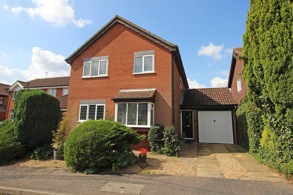 4 Bedrooms Detached House for sale in Thurlow Close, Stevenage, SG1 4SD
