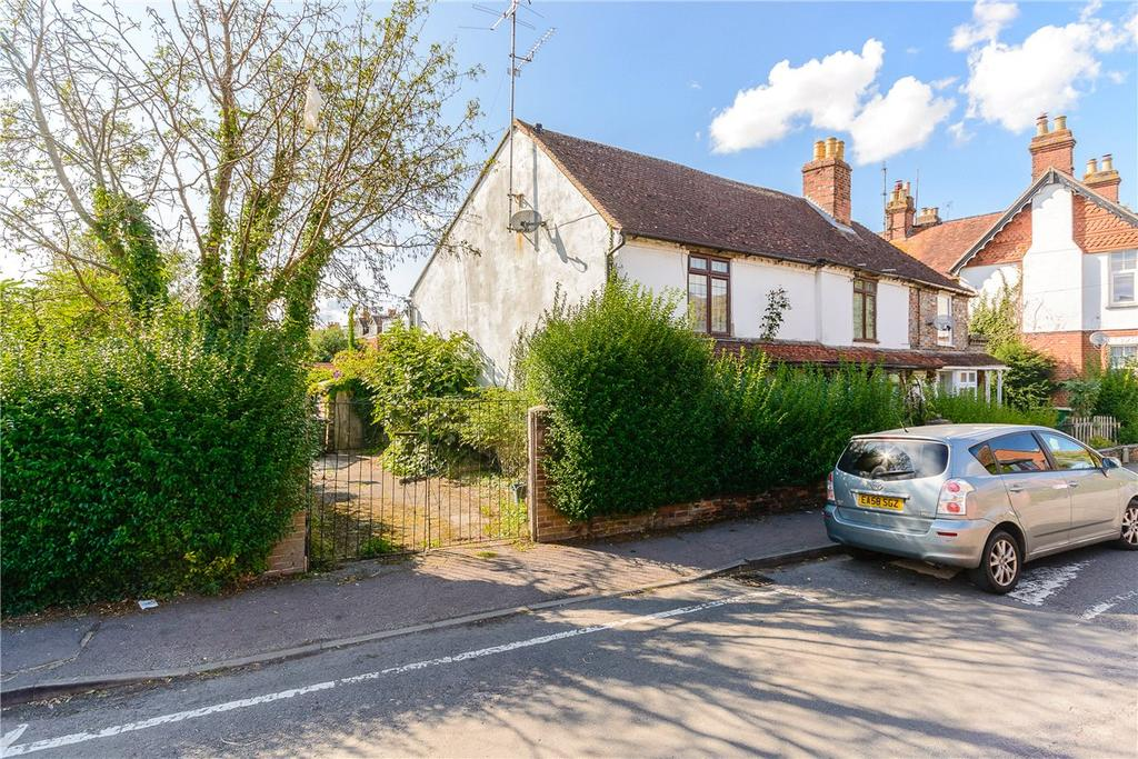 4 Bedrooms Semi Detached House for sale in Kennet Road, Newbury, Berkshire, RG14