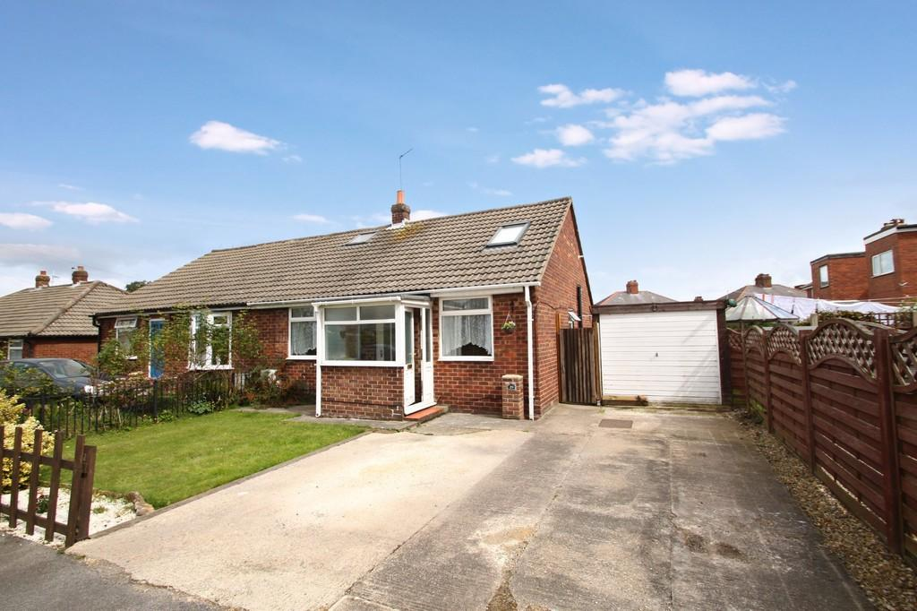3 Bedrooms Semi Detached Bungalow for sale in St John's Walk, Harrogate