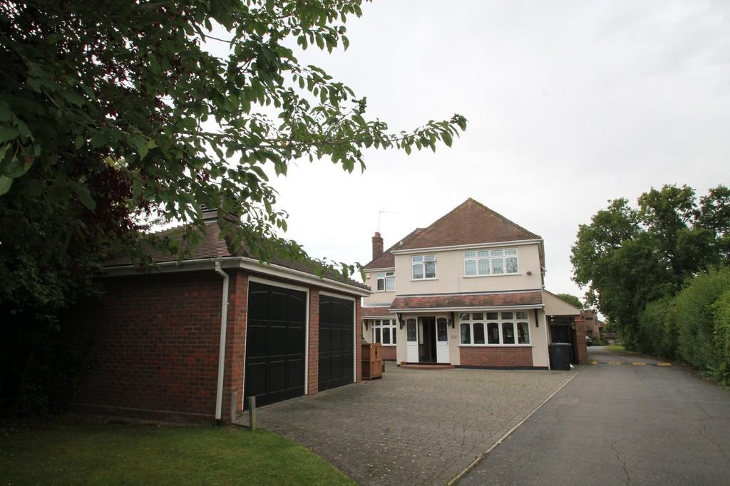 5 Bedrooms Detached House for sale in Beehive Lane, Chelmsford