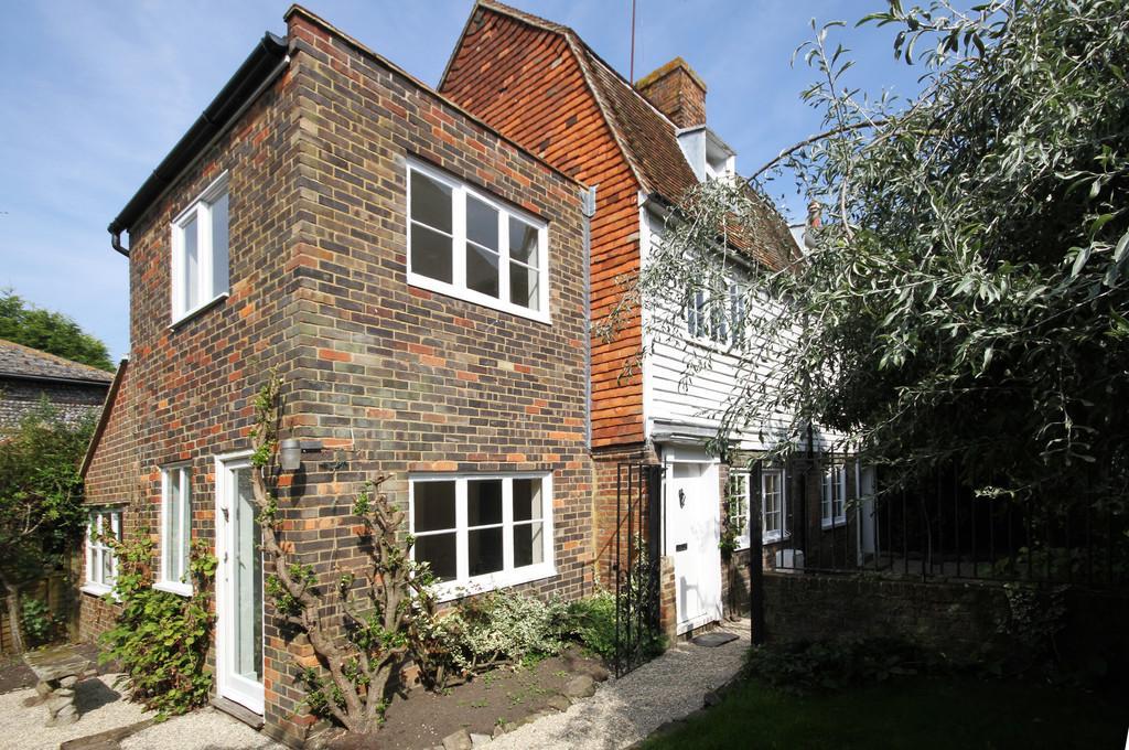 2 Bedrooms Semi Detached House for sale in Eagle Cottages, Landgate, Rye, East Sussex TN31 7LQ