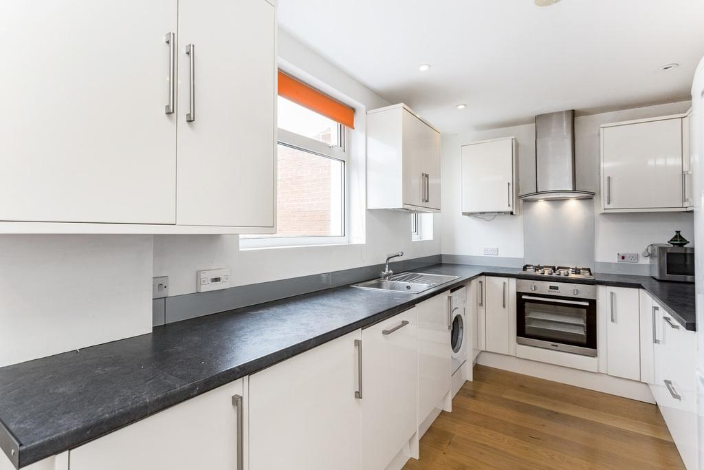 3 Bedrooms Semi Detached House for sale in Douglas Road - NORBITON
