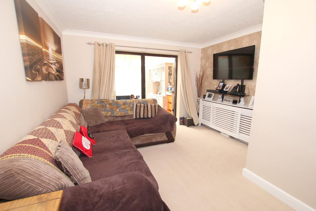2 Bedrooms Terraced House for sale in Lime Way, Heathfield