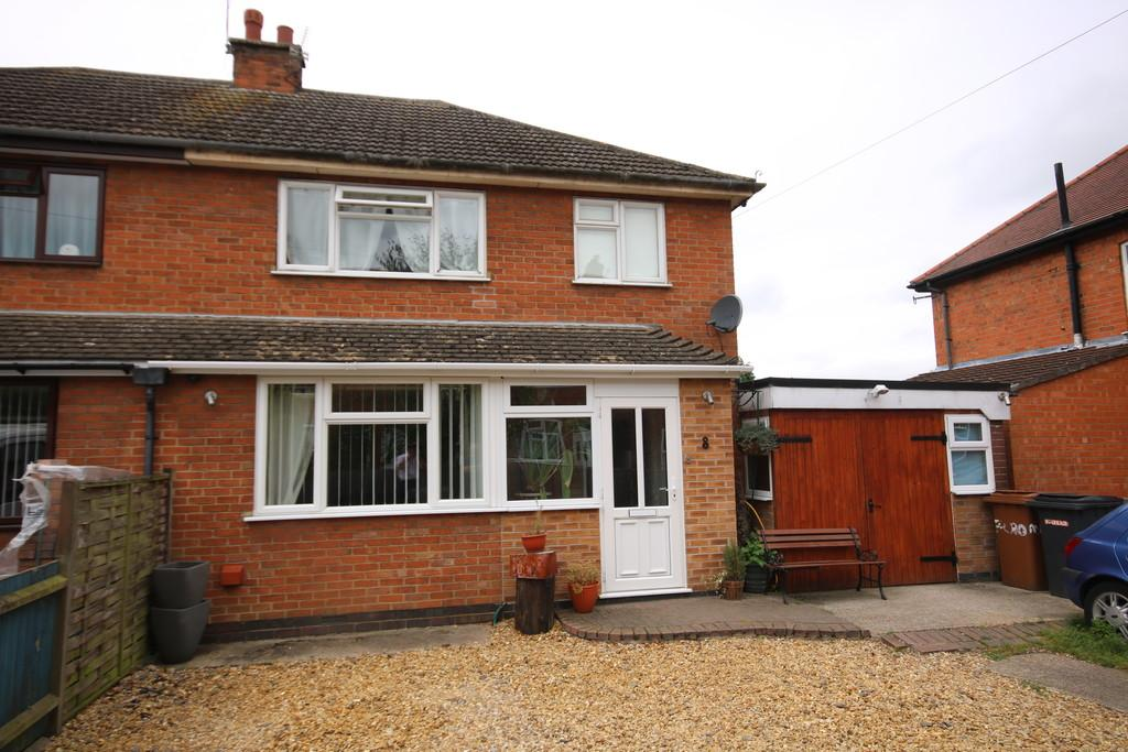 3 Bedrooms Semi Detached House for sale in Cromwell Road, Melton Mowbray