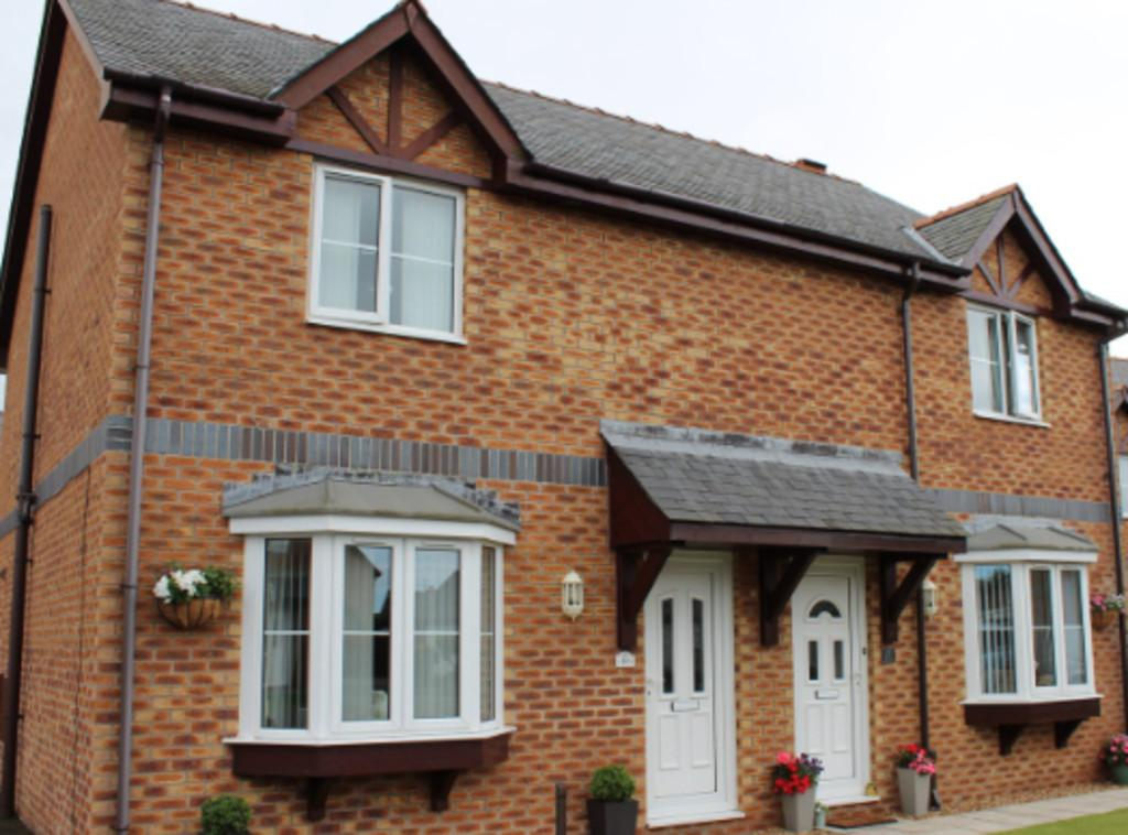 3 Bedrooms Semi Detached House for sale in Maes Meddyg, Caernarfon
