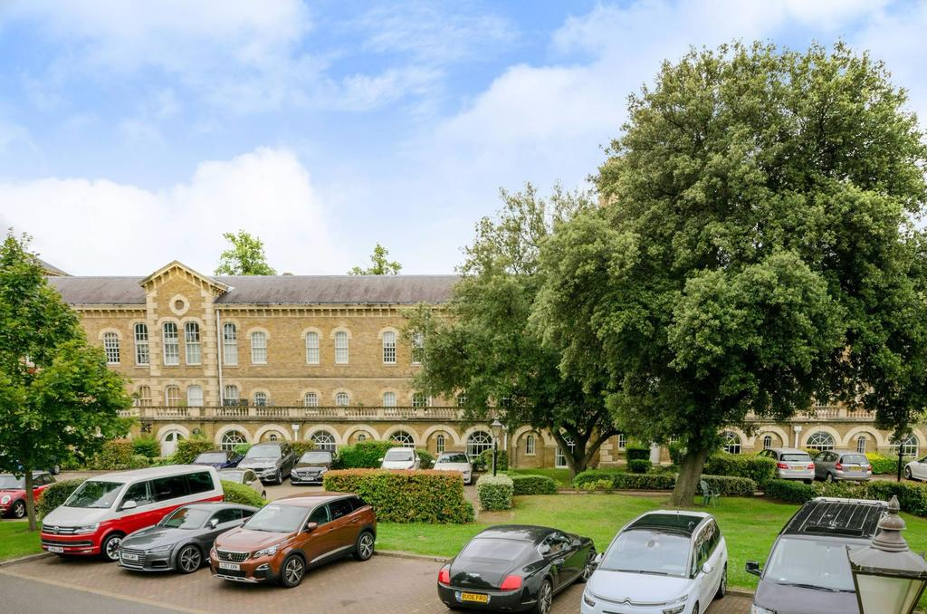 3 Bedrooms Apartment Flat for sale in Princess Park Manor, Royal Drive, London N11