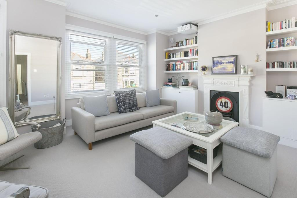 3 Bedrooms Flat for sale in Salcott Road, Battersea, London