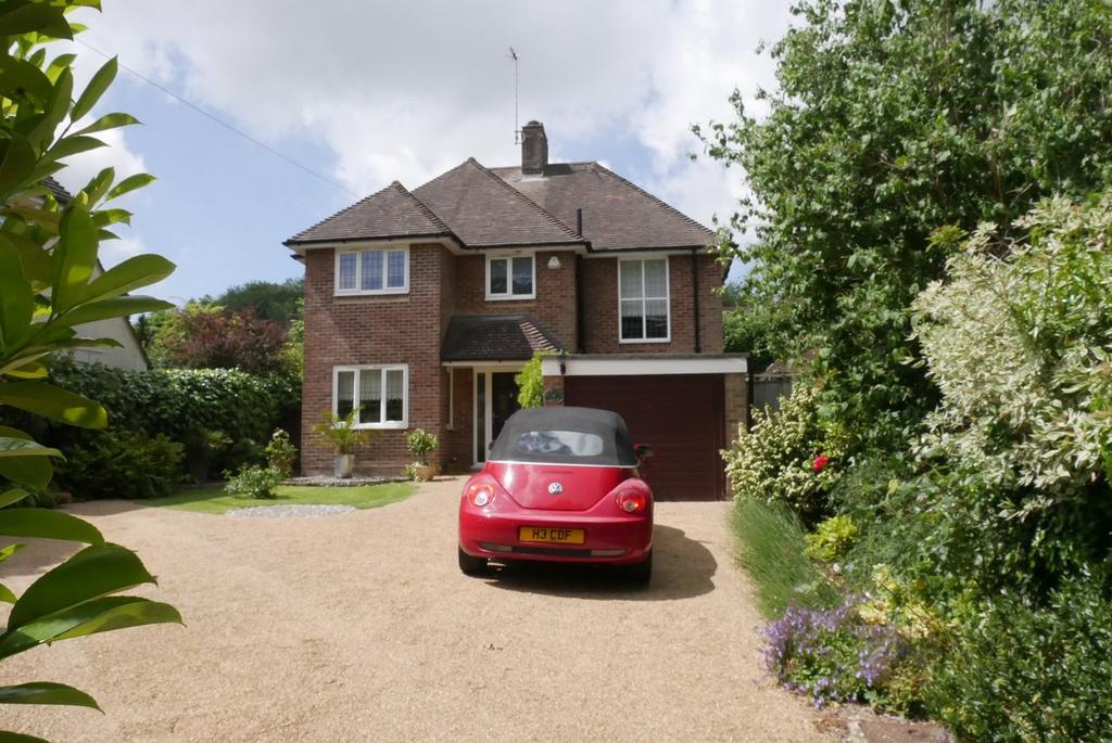 3 Bedrooms Detached House for sale in Upper Kings Drive, Willingdon Village, Eastbourne, BN20
