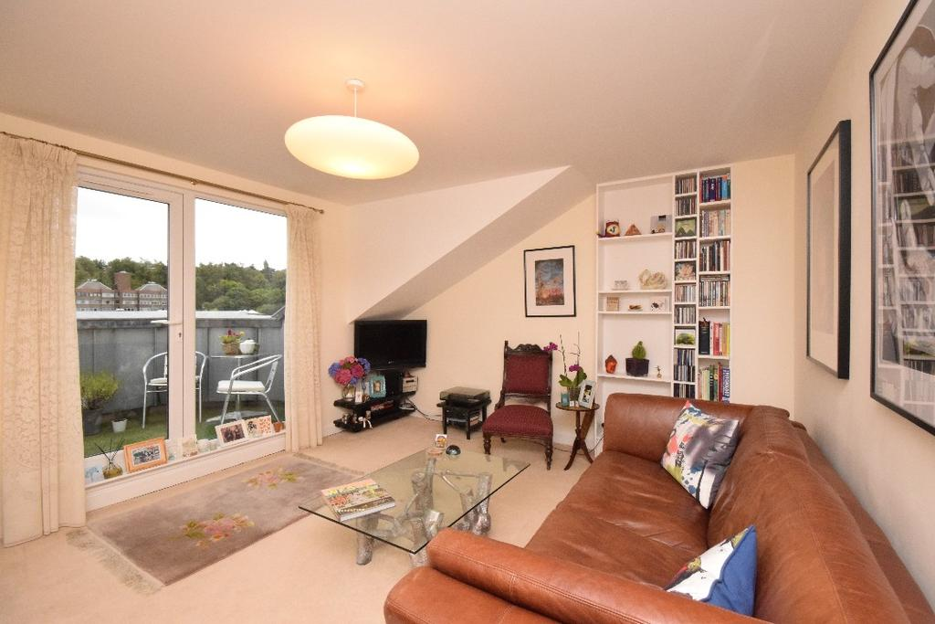 2 Bedrooms Flat for sale in Afton Street, Flat 5/3, Shawlands, Glasgow, G41 3BY