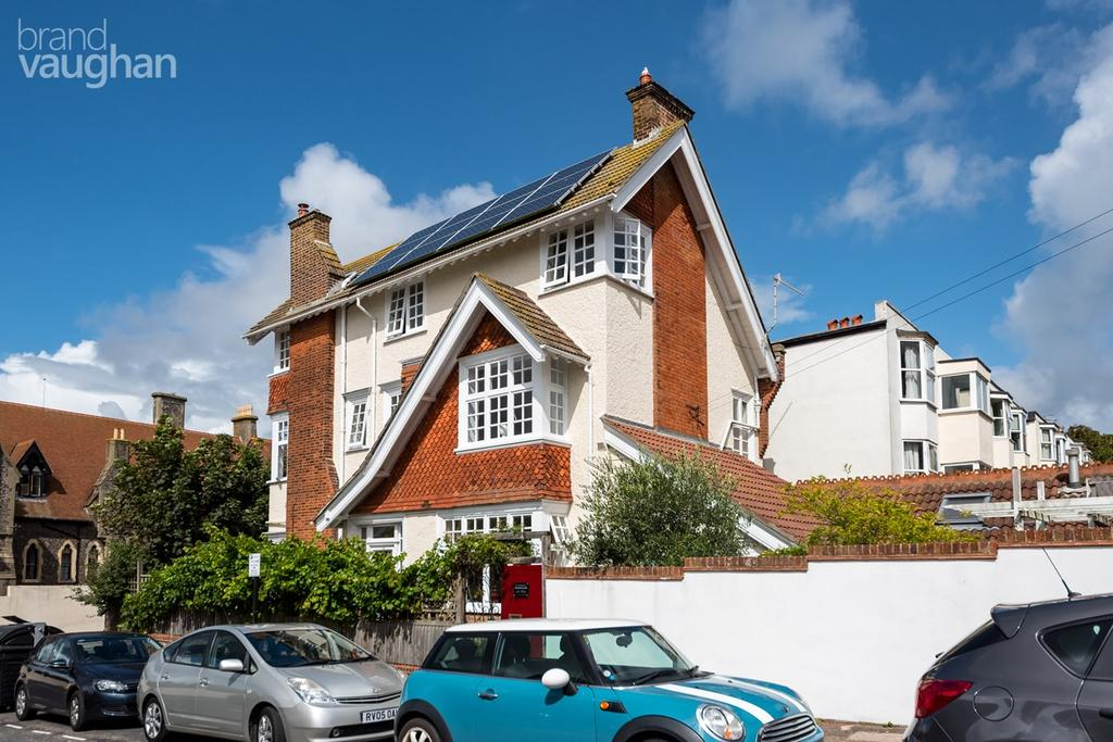 5 Bedrooms Semi Detached House for sale in Belle Vue Gardens, Brighton, BN2