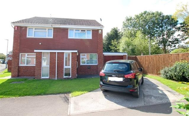 2 Bedrooms Semi Detached House for sale in Elizabeth Way, Bridgwater
