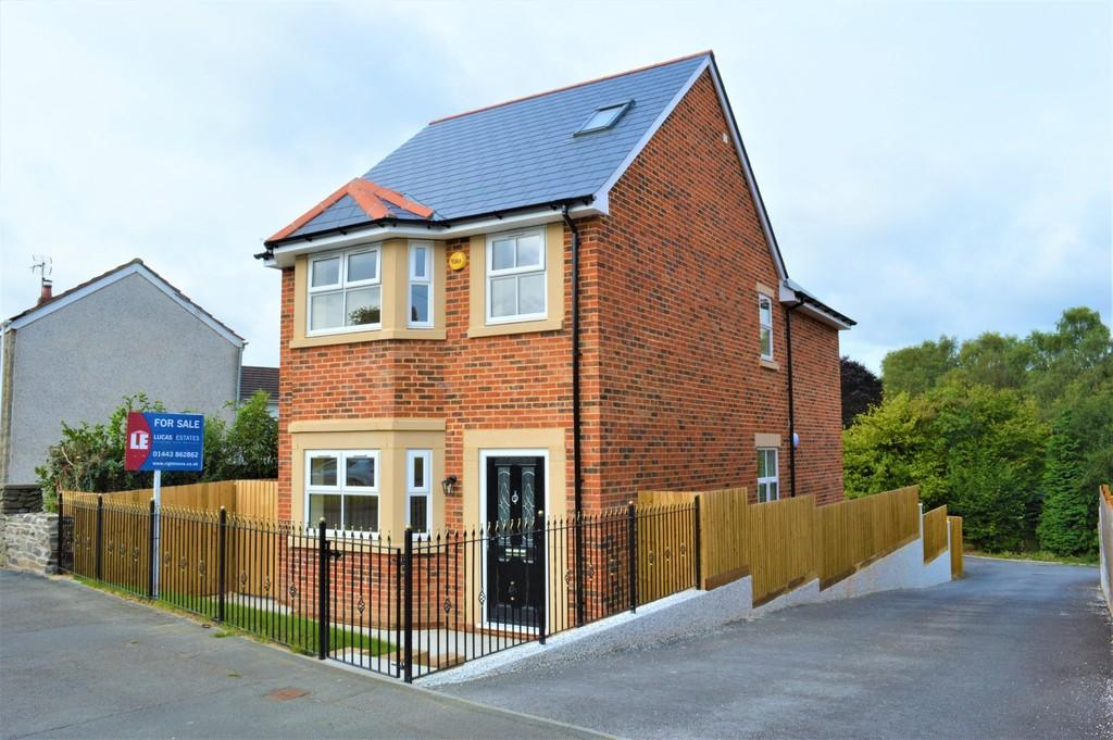 4 Bedrooms Detached House for sale in Victoria Road, Fleur De Lis