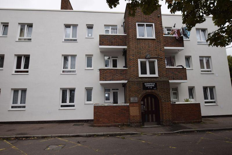 2 Bedrooms Apartment Flat for sale in Barnfield Gardens, Plumstead, SE18 3QT
